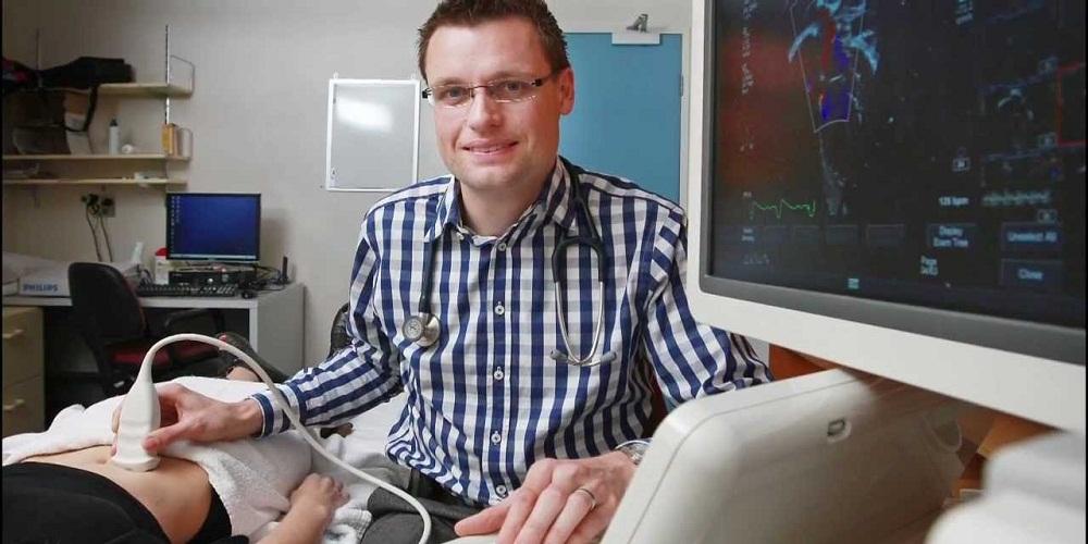 Dr Darren Hutchison